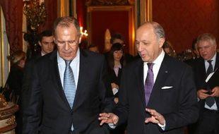 Le ministre russe des Affaires étrangères Sergueï Lavrov et son homologue français Laurent Fabius à l'Elysée Paris le 5 mars 2014