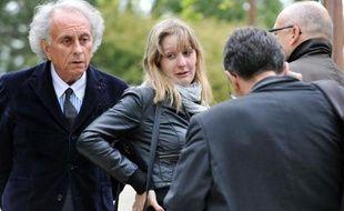 Cécile Bourgeon et son avocat Gilles-Jean Portejoie (G) le 12 mai 2013 dans le parc Montjuzet à Clermont-Ferrand