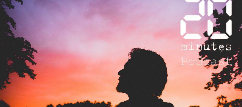 Une silhouette se détachant du ciel, au couchant