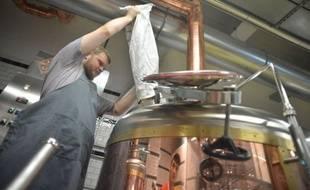 """Une bière aux huîtres appelée """"Des perles aux cochons"""", une autre aux framboises, ou aux feuilles de tabac ou encore au moût de raisin, la seule limite à la bière artisanale en Italie semble être désormais l'imagination du maître-brasseur."""