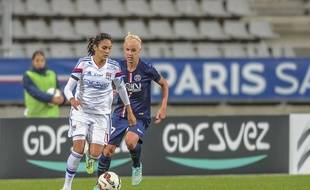 En novembre, Caroline Seger et les Parisiennes avaient éliminé l'OL en Ligue des Champions. Mais les Lyonnaises de Louisa Necib (forfait samedi) ont pris un avantage sur la conquête du titre de champion de France.  - Stadium Charlety - Paris/SPORTSVISION_091101/Credit:ALAIN COUDERT/SPORTSVISIO/SIPA/1411110915