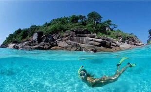 Quitte à jouer du tuba, autant le faire sur une île paradisiaque.