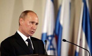 """Le président russe Vladimir Poutine a plaidé lundi pour une transition """"civilisée"""" vers la démocratie dans les pays touchés par le Printemps arabe, mettant en garde contre toute ingérence en Syrie, lors de sa première tournée au Proche-Orient depuis son retour au Kremlin en mai."""