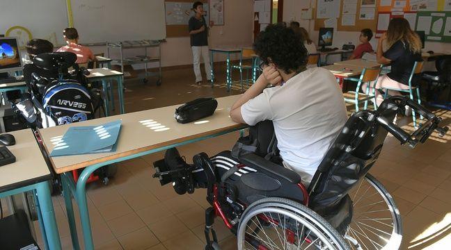 L'association redoute que l'accompagnement dans la vie scolaire des enfants en situation de handicap ne soit impacté par la baisse annoncée par le gouvernement du nombre de contrats aidés. – PHILIPPE DESMAZES / AFP