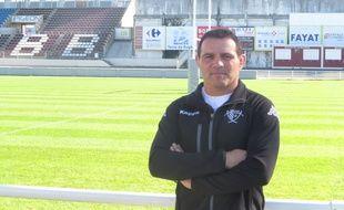 Raphaël Ibanez prend la pose dans le stade Moga de Bègles, le 27 octobre 2014.
