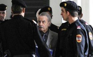 L'Autrichien Josef Fritzl, qui a séquestré et violé sa fille pendant 24 ans, s'est reconnu coupable de tous les chefs d'accusation, y compris la mort d'un enfant de l'inceste, dans un revirement spectaculaire mercredi, au troisième jour de son procès.