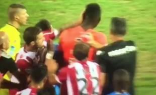 Le joueur d'Ajaccio Joris Sainati a asséné ds coups de poing à des joueurs de Tours lors de la 5e journée de Ligue 2, le 28 août 2015.