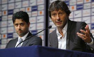 Leonardo, lors de sa première conférence de presse de directeur sportif du PSG, avec Nasser Al-Khelaifi, le 13 juillet 2011, à Paris.