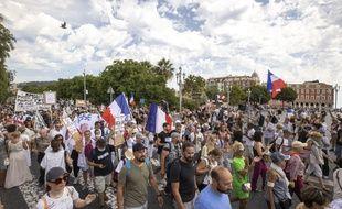 Les manifestations contre le pass sanitaire ont réuni samedi 7 août 2021 près de 237.000 personnes en France.