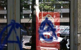 La permanence du PS dans le 20e arrondissement de Paris a été vandalisée dans la nuit du 20 au 21 août 2013.