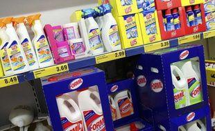 Produits d'entretien dans un supermarché.