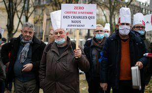 Des restaurateurs manifestent à Paris, le 14 décembre 2020.