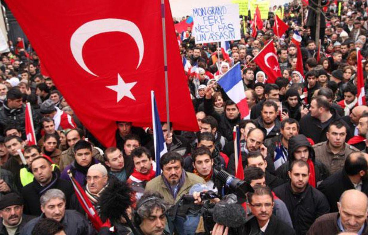 Manifestation de membres de la communauté turque en France, devant l'Assemblée nationale à Paris, le 22 décembre 2011. – SEVGI/SIPA