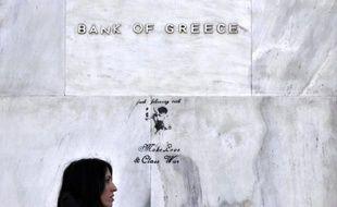 """La Banque de Grèce a fait preuve d'un optimisme mesuré sur le redressement graduel de l'économie grecque en discernant des """"indices positifs"""", tout en confirmant néanmoins la perspective d'une sixième année de récession en 2013 et d'une hausse du chômage à 28%."""