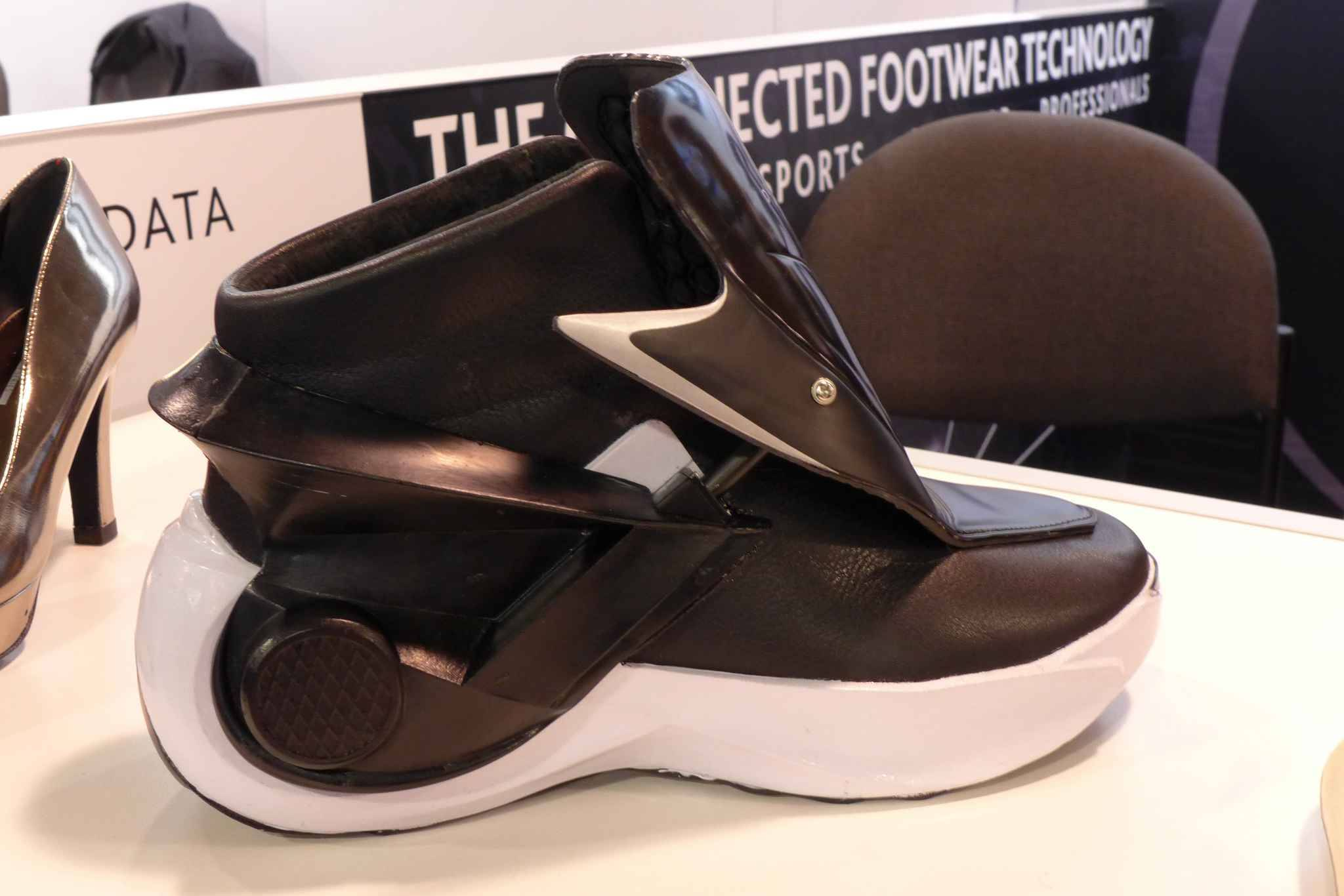 lorraine des chaussures retour vers le futur cr es par une start up de nancy. Black Bedroom Furniture Sets. Home Design Ideas