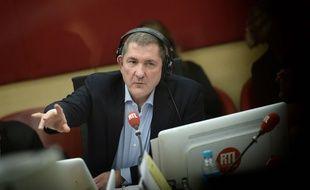 Le journaliste Yves Calvi sur RTL en octobre 2015