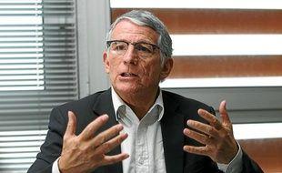 Toulouse, le 24 janvier 2013. Pierre Cohen, maire socialiste de toulouse et président de la communauté d'agglomération dans son bureau de Toulouse métropole.