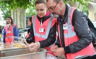 Des salariés du CHU ont donné un coup de pouce à la distribution de repas, aux Arceaux.