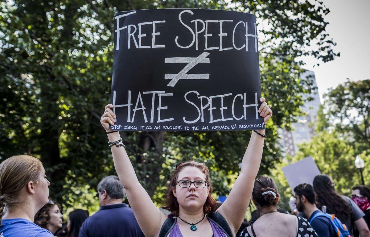 Une manifestante anti-extrême droite à Boston, le 19 août 2017. – PACIFIC PRESS/SIPA