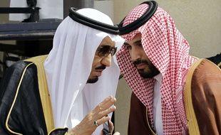 Discussion en mai 2012 entre le futur roi Salmane et son fils devenu vice-prince héritier le 29 avril 2015.