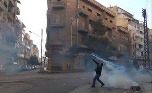 Les forces de sécurité ont tué jeudi au moins 25 personnes en Syrie, y compris dans des villes où les observateurs de la Ligue arabe étaient en mission pour surveiller la situation dans ce pays secoué par une révolte populaire, alors que de nouvelles manifestations sont prévues vendredi.