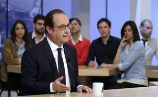 Le président François Hollande interrogé par Maitena Biraben dans l'émission Le Supplément sur Canal +, le 19 avril 2015 à Paris