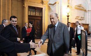 Charles Pasqua, à son arrivée à la Cour de justice la République, pour son procès, le 19 avril 2010.