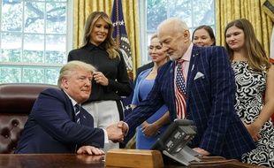 Donald Trump serre la main de Buzz Aldrin le 19 juillet 2019 à la Maison Blanche