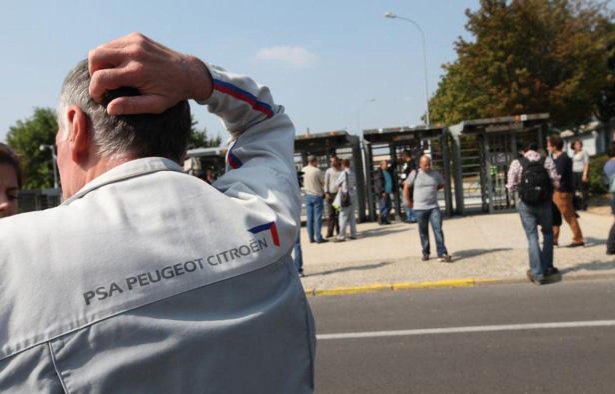 Des employés de PSA devant l'usine d'Aulnay-sous-Bois, le 4 septembre 2012. – ALEXANDRE GELEBART / 20 MINUTES