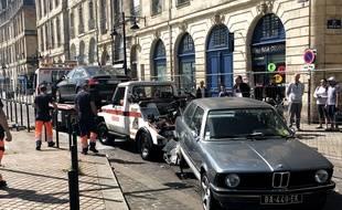 Les premières voitures restées coincées dans le parking des Salinières incendié, ont été évacuées le 6 juin.