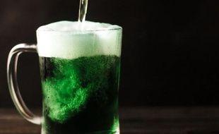 Pinte de bière verte en l'honneur de la Saint-Patrick