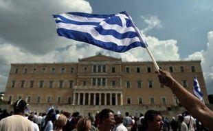 La Grèce reprend lundi des discussions cruciales avec ses créanciers pour boucler des coupes budgétaires impopulaires dont une partie est incluse dans l'avant-projet du budget 2013 devant être déposé dans la journée au parlement.