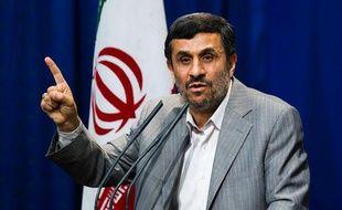Le président iranien, Mahmoud Ahmadinejad, lors d'un meeting à Téhéran (Iran), dimanche 15 mai 2011.