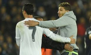 Un supporter parle à Cristiano Ronaldo lors de PSG-Real le 21 octobre 2015.