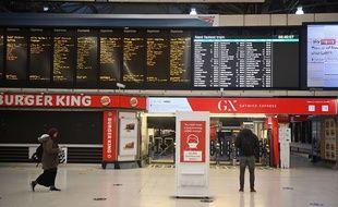 La gare Victoria à Londres, quasi déserte lundi 21 décembre 2020.