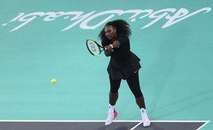 Serena Williams lors du tournoi-exhibition d'Abou Dhabi, le 30 décembre 2017.
