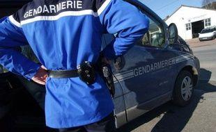 """Un gendarme a été """"gravement blessé"""" mercredi en début d'après-midi dans l'arrière-pays niçois, renversé lors d'un contrôle par un véhicule qui a pris la fuite, a annoncé la gendarmerie."""