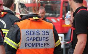 Des sapeurs-pompiers lors d'un incendie à Rennes en 2014.