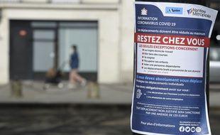 Une affiche dans les rues de Nantes confinée, le 23 mars 2020.
