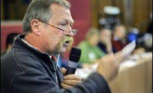 Porté par l'ardeur d'altermondialistes réunis ce week-end à Montreuil, José Bové a fait un grand pas en avant vers sa candidature à l'élection présidentielle, sans l'annoncer tout à fait, mais en affirmant qu'il le ferait le 1er février.