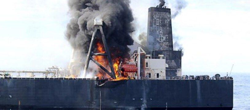 """Le """"New Diamond"""", qui transportait 270.000 tonnes de pétrole brut et 1.700 tonnes de diesel, a pris feu le 4 septembre 2020 au large du Sri Lanka."""