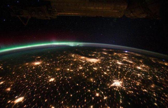 Les Etats-Unis et une aurore boréale vus de la Station spatiale internationale, le 29 septembre 2011.