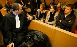 Victime d'une intoxication en 2004, Paul François, originaire de  Charente, soulève la responsabilité du géant de l'agroalimentaire  Monsanto basé à Bron, au tribunal de Lyon, le 12 décembre 2011.