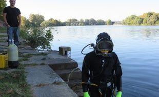 Toulouse, le 1er septembre 2014 - les plongeurs de la société CDTSM en reconnaissance dans la Garonne