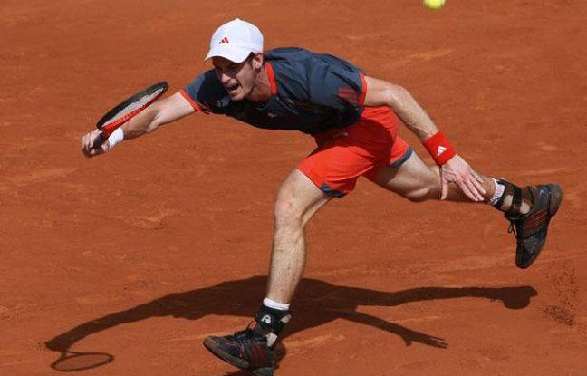 Le Britannique Andy Murray, lors d'un match contre Santiago Giraldo à Roland-Garros, le 2 juin 2012.