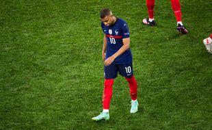 L'attaquant de l'équipe de France, Kylian Mbappe, a été la cible de nombreuses injures racistes sur les réseaux sociaux après la défaite contre la Suisse à l'Euro de football.