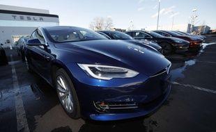 Elon Musk promet que les Tesla pourront parle (illustration).