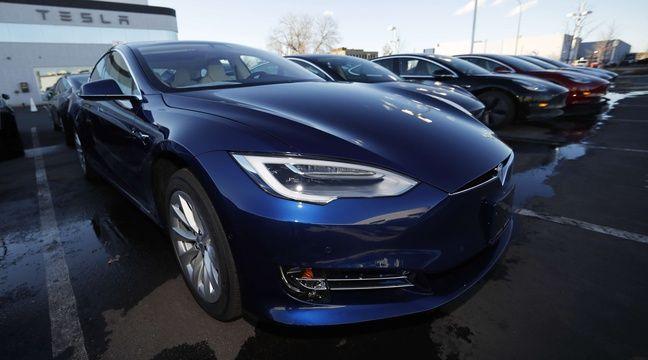 Il roule à 230 km/h au volant d'une Tesla, pendant que son fils le filme