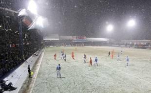 Un match de football sous la neige (photo d'illustration).
