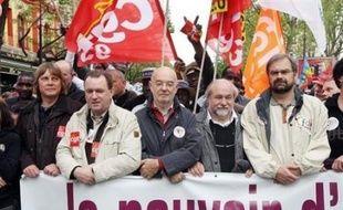 """Les éditorialistes de la presse française ont retenu du 1er mai """"l'image forte"""" de la CGT défilant aux côtés de la CFDT, mais aussi la faible mobilisation, alors que Mai 68 était dans tous les esprits."""